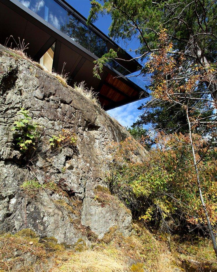 фото домов на выступах скалы квестовые предметы лежат